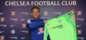 Chelsea sign former England goalkeeper